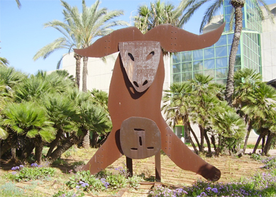 Menashe Kadishman, The Sacrifice of Isaac. Iron sculpture, 1985. Tel Aviv University, Tel Aviv, Israel.